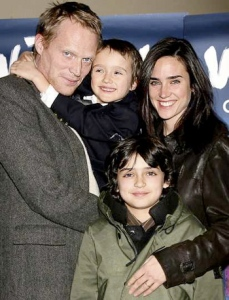 20111003081513paul-bettany-jennifer-connelly-parenting