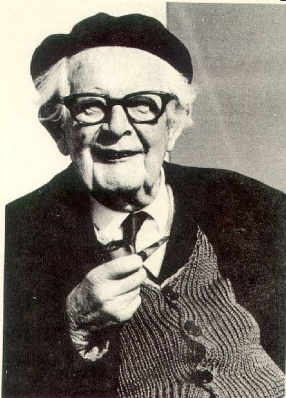 This image has an empty alt attribute; its file name is jean-piaget.jpg